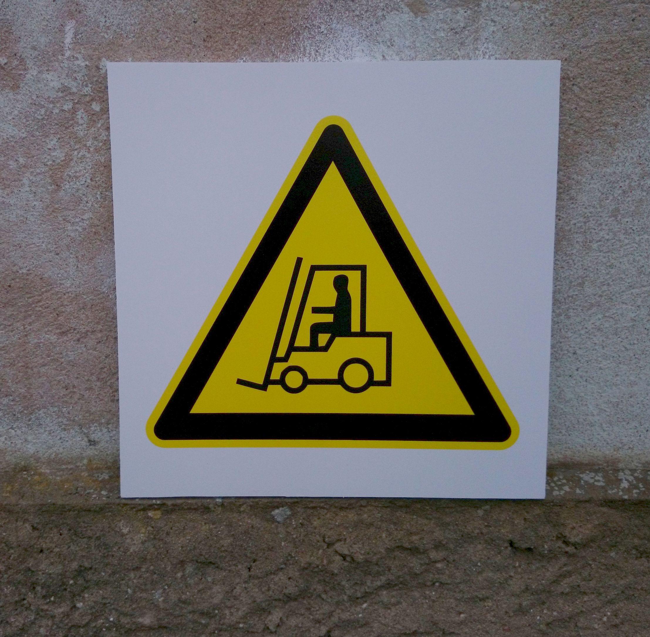 Tõstuki liikumise hoiatusmärk - ohutussilt